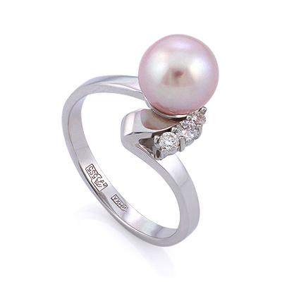 Кольцо из белого золота с розовым жемчугом и тремя бриллиантами 3.08 г SLV-K304