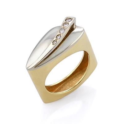 Золотое кольцо с бриллиантами 7.3 г SLV-K022